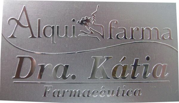 Cartão de aço inox espelhado gravado em alto relevo sem pintura, cartão de visita de luxo para farmácia de manipulação.