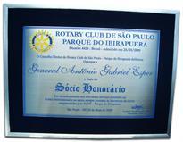 Placa de homenagem conferindo título de Sócio Honorário do Rotary Club de São Paulo.