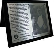Placa de homenagem de agradecimento pelo apoio do Pai durante estudo do filho.