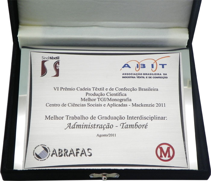 Placa de homenagem pelo melhor trabalho de graduação interdisciplinar.