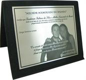 Placa de homenagem por 1 ano de namoro com gravação de foto.