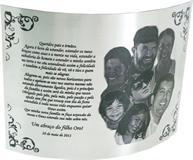 Placa de homenagem aos pais e irmãos com bela mensagem de homenagem.