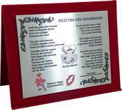 Placa de homenagem para o dia dos namorados, versão feminina, com letra de música, corações e nome dos namorados.