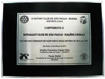 Placa de homenagem do Rotary Club de Moema para o Rotary Club das Nações Unidas.