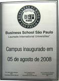 Placa de inauguração do Campus da universidade Business School São Paulo.