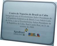 Placa de inauguração de centro de Negócios do Brasil em Cuba, inaugurado pelo até então presidente da república.