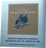 Placa de inauguração do cemitério Parque dos Pinheiros na cidade de São Paulo.