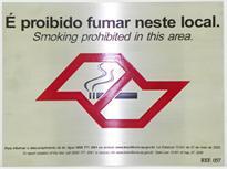 Placa de sinalização com aviso de proibido fumar da lei anti-fumo.