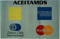 Placa de sinalização com aviso de formas de pagamento aceita no estabelecimento.
