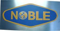 Placa de sinalização para recepção com logotipo da empresa.