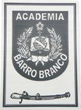 Placa de sinalização de porta da Academia de Polícia Militar do Barro Branco.