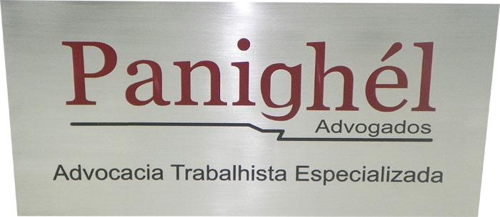 Placa de sinalização de porta de escritório de advocacia trabalhista especializada.