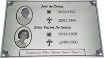 Placa para jazigo com foto e mensagem de saudades.