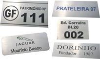 Etiquetas metálicas de patrimônio, prateleiras, equipamentos, etc.