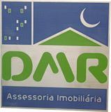 Placa de sinalização para recepção de imobiliária com gravação de logotipo.