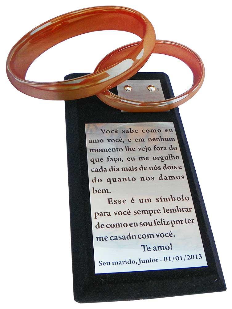 Troféu aliança com placa gravada medindo 12x7,5cm