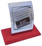 Troféu convexo com placa-suporte de aço inox espelhado e placa gravada medindo 10x12cm
